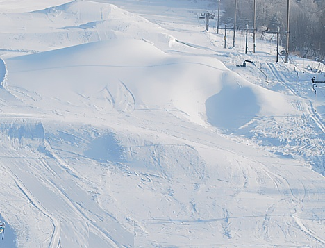 Lyžiarske stredisko ŠPORTCENTRUM Oščadnica sa nachádza v krásnom prostredí  priamo v strede obce Oščadnica. Je zamerané na zimnú aj letnú prevádzku e945591885e
