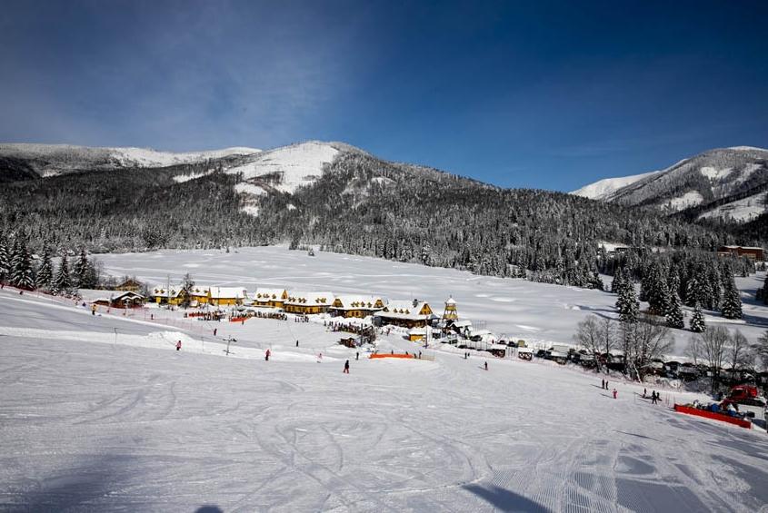 3601c3f75 Jedno z najznámejších lyžiarskych stredísk v regióne, Ski, Golf & Hotel  Resort Tále, sa nachádza pod južnými svahmi Chopku v nadmorskej výške 580  ...